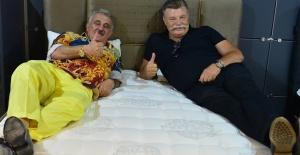 """Nuri Alço ile açılışa katılan Faik Öztürk'ten ilginç açıklama: """"Safiye'ye göre yatak yok"""""""