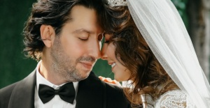 Şenay Akay iş insanı Tarık Soner ile evlendi