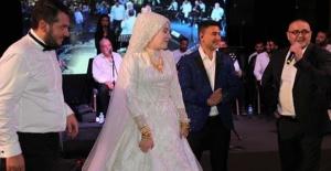 Ünlüleri bir araya getiren düğün!