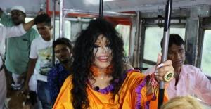'Dünya Güzellerim' Hindistan'da otobüs yolculuğu yaptı