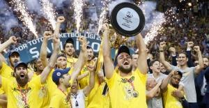 Ünlü isimlerden Fenerbahçe'ye tebrik mesajları yağdı