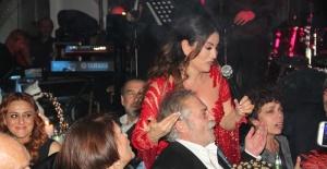 Aşkın Nur Yengi ve Haluk Bilginer yeni yıla kızları Nazlı ile Kıbrıs'ta merhaba dedi