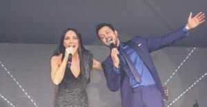 Murat Boz ve Gülşen yeni yıla Kıbrıs'ta düet yaparak girdiler