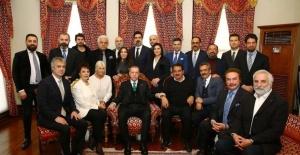 Cumhurbaşkanı Erdoğan, 64 doğum gününde sanatçıları kabul etti