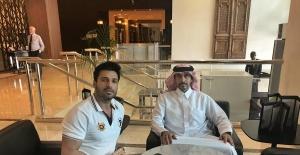 Katarlı milyonerden Burak Özçivit'e benzerliğiyle dikkat çeken oyuncuya övgü!