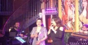 Nükhet Duru ve Ceylan Ertem'den muhteşem düet!