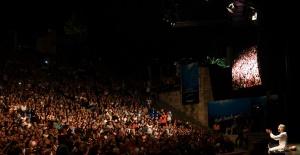 """""""Gelin Tanış Olalım"""" ilk kez Harbiye Açıkhava Tiyatrosu'nda sahnelendi!"""