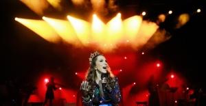 Sertab Erener'den Harbiye de akustik-elektrik performans