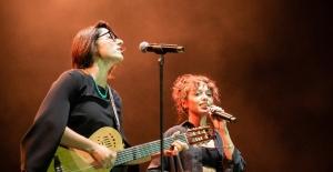 14 ünlü sanatçı, Emine Bulut'un kızı için sahneye çıktı