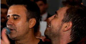 Murat Dalkılıç ve Emrah Kıbrıs'ta düet yaptı