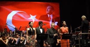 Zülfü Livaneli ilk kez Gaziantep de sahne aldı