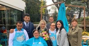Muazzez Ersoy, Down Sendromlu gençleri ziyaret etti