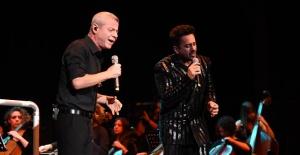 Emre Altuğ 20. Yılı'nı TİM'de verdiği konserle kutladı