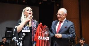 Muazzez Ersoy, Gaziantep Spor'un gecesinde sahne aldı