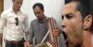 Christiano Ronaldo'ya Kuran-ı Kerim hediye edildi