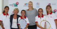 Maria Sharapova'dan Anadolu'dan gelen tenisçilere büyük destek