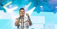 Mustafa Ceceli, Harbiye Açıkhava Tiyatrosu'nda duygu fırtınası estirdi