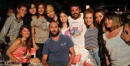 'Otel Divane' dizisinin oyuncuları ilk bölümü açıkhava da birlikte izlediler
