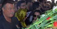 Oya Aydoğan'ın cenaze töreninde Nuri Alço'nun cüzdanı çalındı