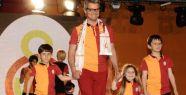 Özhan Canaydın anısına, 'Genç Galatasaraylılar' için İstanbul'da defile düzenlendi