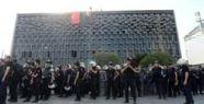 Polis Taksim'e müdahale ediyor