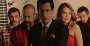 'Suskunlar' dizisinin oyuncular posterini imzaladı!