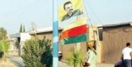 Türkiye sınırına PKK bayrağı çektiler