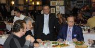 Yılmaz Ulusoy, Kadir İnanır, Orhan Gencebay, Metin Akpınar Asmalı Mescitte yemek yediler.