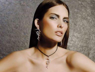 Ünlü İspanyol model, 'Alba Clave' oldu