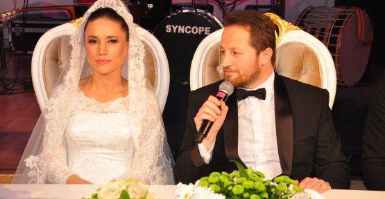 Ünlülerin imaj danışmanı kuaför Adem Terzi, Ayşe Terzi ile dünya evine girdi.