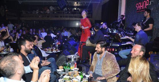 Yıldız Tilbe Sahne İstanbul'da coşturdu!