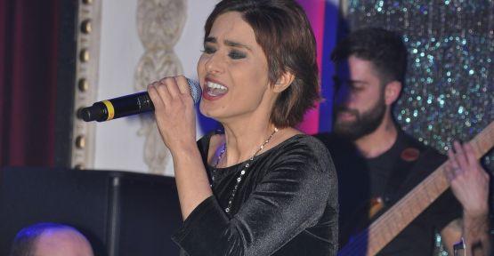 Yıldız Tilbe Sahne İstanbul'da duygu sağnağı yaşattı