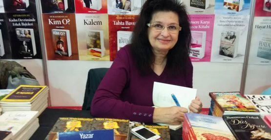 Yücel Yedikardeşoğlu TÜYAP Kitap Fuarı'nda kitaplarını imzaladı.
