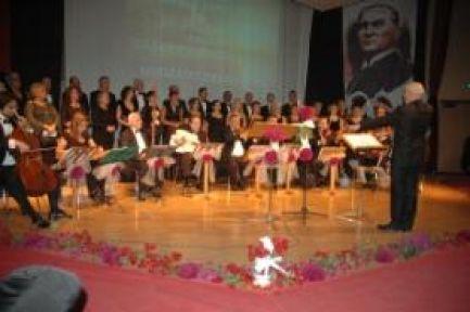 Zeki Müren 80'inci doğum yıl dönümünde Muğla'nın Bodrum ilçesinde anıldı.