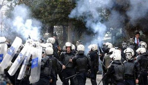 Zeytinburnu'nda izinsiz Nevruz'a gazlı müdahale