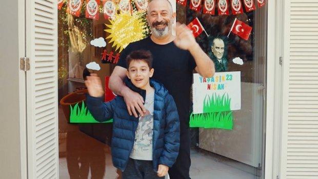Cem Yılmaz oğlu Kemal'le Opet reklamında oynadı!